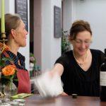 Juliane Gassert und Annette Popig Speise und Wein