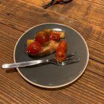 Crostini mit Artischocke und Kirschtomaten